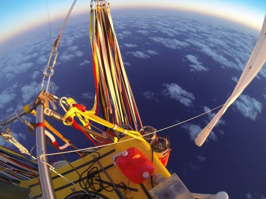 Troy Bradley and Leonid Tiukhtyaev take helium balloons across the Pacific Ocean
